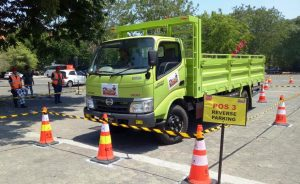 Peserta Hino Dutro Safety Driving Competition Sedang Menjalani Test Reverse Parking (1)